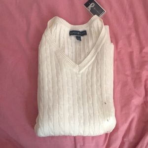 Simple v-neck cableknit sweater